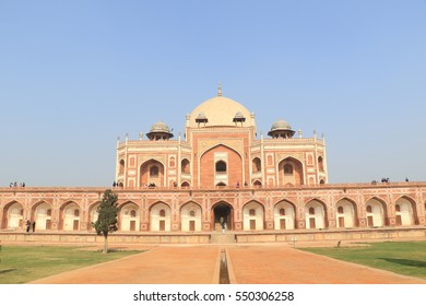 New Delhi, India, 2 January 2017. Built in 1570 Humayun's Tomb in New Delhi attracts local visitor and international tourists from around the world