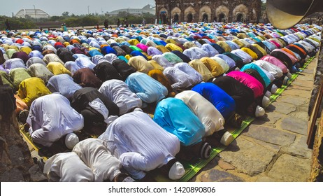 New Delhi, India 5th June 2019: Muslim men and children offering Namaz prayers on the occasion of Eid'Al-Fitr. They are dressed in kurta pyjamas of many colours and wearing traditional skullcaps