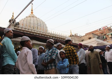 """NEW DELHI, INDIA. MAY 23,2018. : People sit down in great numbers at the Hazrat Nizamuddin Dargah Complex, Delhi to break their fast after sunset - """"Iftar"""", during the holy month of Ramadan."""
