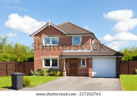 new english detached house garage garden の写真素材 今すぐ編集