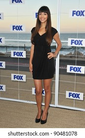 """""""New Girl"""" star Hannah Simone at the Fox TV Summer 2011 All-Star Party at Gladstones Restaurant, Malibu. August 5, 2011  Malibu, CA Picture: Paul Smith / Featureflash"""
