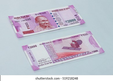 New Indian currency of 2000 rupee notes.