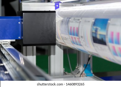 new innovative digital technology of automatic printing machine is printing on continuous in the printing factory.