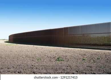 New iron  U.S.-Mexico border fence  in Texas