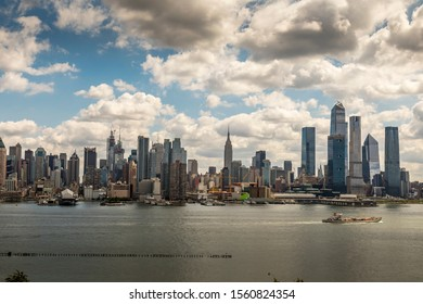 New Jersey, Hamilton Park, United States of America - 20th September 2019: Photgrapher looking for the best spot for taking photos of the skyline of Manhattan in NYC behind the Hudson River.