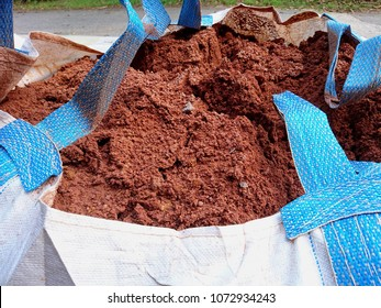 New Jumbo bags of red soil. It has a great impact on strength, imperviousness and anti pest control. Ideal for concrete as an admixture of it which can be used in construction of buildings.