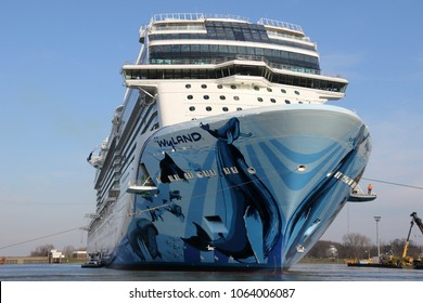 The new Kreutfahrtschiff Norwegian Bliss is on 18 February 2018 in front of the Meyer shipyard in Papenburg.
