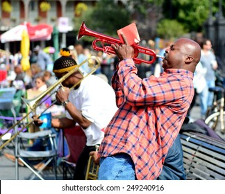 NEW ORLEANS, LA-JAN.31: A local jazz band performs in front of Jackson Square in the New Orleans French Quarter on January 31, 2015, to the delight of visitors in town for Mardi Gras.