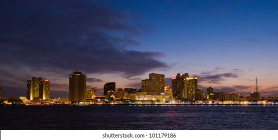 The NEW ORLEANS, LOUISIANA, USA city skyline
