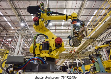 New robot setting of machine welding for the production line of vehicle industrial factory