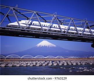 The New Shinkansen runs over Mt,Fuji peak
