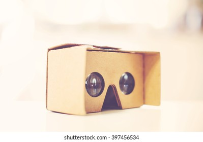 New virtual reality cardboard headset device for smartphones