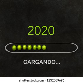 """New Year 2020 """"loading"""" text in Spanish. Spanish tradition to eat 12 grapes at midnight"""