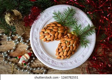 "New Year's salad ""Pinecone"""