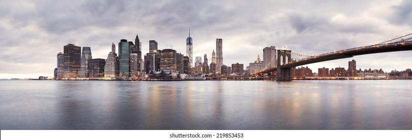 New York, 19 January 2014 - The Brooklyn Bridge and Lower Manhattan skyline