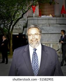 NEW YORK - APRIL 21: Restaurateur Drew Nieporent arrives at Vanity Fair Party at Tribeca Film Festival on April 20, 2010 in New York City.