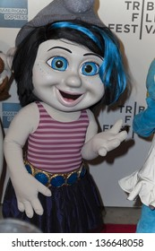 New York April 27 Smurf Character Celebrities Stock Image 136648058