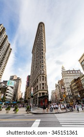 NEW YORK - AUGUST 23: Exterior views of to the Flatiron Building in Midtown Manhattan at the 5th Av on August 23, 2015. Its located at 175 Fifth Avenue in the borough of Manhattan, New York City.