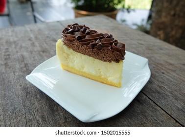 New york cheese cake topping with chocolate cream