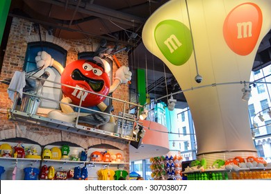 new york circa 2014 inside the mms world on a times square