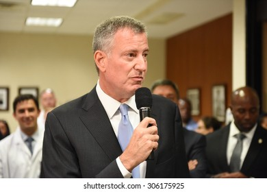 NEW YORK CITY - AUGUST 13 2015: mayor de Blasio & health officials, gathered at Lincoln Medical & Mental Health Center to announce no new cases of Legionnaires' disease since August 3. Thanking staff