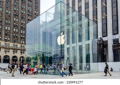 NEW YORK CITY - CIRCA MAY 2013: Apple Store cube on 5th Avenue, New York, circa May 2013. As of July 2013, Apple has 411 retail stores in 14 countries
