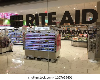 NEW YORK CITY - JUNE 2018 Rite Aid (NYSE RAD) store in : nyse door - pezcame.com