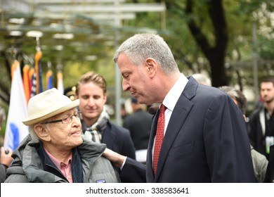 NEW YORK CITY - NOVEMBER 11 2015: New York City's Veterans Day parade was led by the US navy as this year's featured service. Mayor Bill de Blasio with TV producer Norman Lear