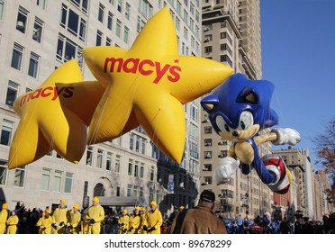 NEW YORK CITY, NY - NOVEMBER 24: Sega's Sonic The Hedgehog at the beginning of the Macy's 85th Annual Thanksgiving Day Parade on November 24, 2011 in New York City, New York.