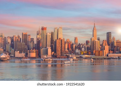 New York City skyline, cityscape of Manhattan in USA at sunset
