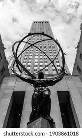 """New York City, USA - January 2021. """"Atlas"""" statue in front of the Rockefeller Center (Midtown Manhattan). Created by Lee Lawrie. The sculpture depicts the Greek Titan holding the heavens. Monochrome."""