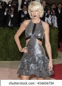New York City, USA - May 2, 2016: Singer Taylor Swift attends the Manus x Machina Fashion in an Age of Technology Costume Institute Gala at the Metropolitan Museum of Art