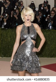 New York City, USA - May 2, 2016: Taylor Swift attends the Manus x Machina Fashion in an Age of Technology Costume Institute Gala at the Metropolitan Museum of Art