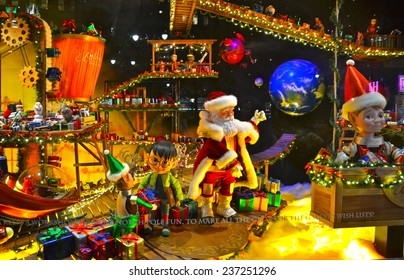 NEW YORK - DECEMBER 12, 2014: Holiday window display at MACY'S in NYC on December 12, 2014.