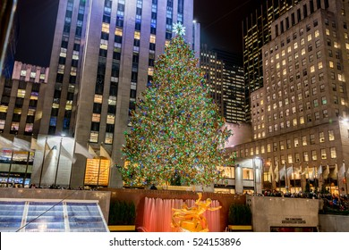 New York - DECEMBER 20, 2013: Christmas Tree at Rockefeller cent