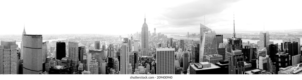 New York extra wide panorama black and white