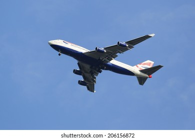 NEW YORK - JULY 20: British Airways Boeing 747-400 in New York sky before landing at JFK Airport on July 20, 2014