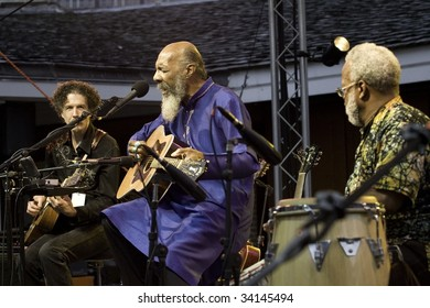 NEW YORK - JULY 23: Musicians Richie Havens (C), Walter Parks (L) and Daniel Ben Zebulon perform at Battery Park's Castle Clinton on July 23, 2009 in New York City.