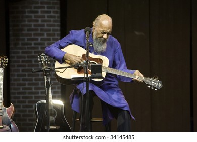 NEW YORK - JULY 23: Richie Havens performs at Battery Park's Castle Clinton on July 23, 2009 in New York City.