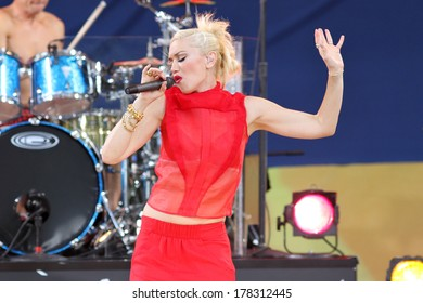 NEW YORK - JULY 27, 2012: Gwen Stefani of No Doubt performs on 'Good Morning America' in Central Park on July 27, 2012 in New York City.