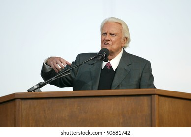 NEW YORK - JUNE 25: Rev. Billy Graham gestures as he preaches at his crusade on June 25, 2005 in Flushing, New York.