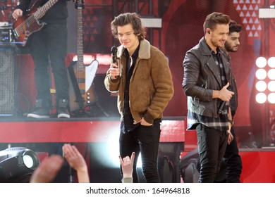 NEW YORK - NOV 26: Harry Styles and Liam Payne of One Direction perform on 'Good Morning America' in Central Park on November 26, 2013 in New York City.