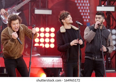 NEW YORK - NOV 26: Harry Styles, Louis Tomlinson and Zayn Malik of One Direction perform on 'Good Morning America' in Central Park on November 26, 2013 in New York City.