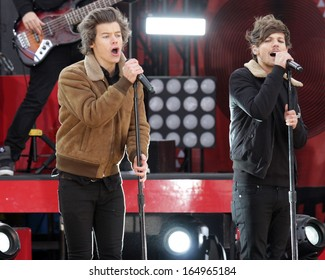 NEW YORK - NOV 26: Harry Styles and Louis Tomlinson of One Direction perform on 'Good Morning America' in Central Park on November 26, 2013 in New York City.