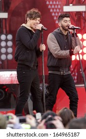 NEW YORK - NOV 26: Louis Tomlinson and Zayn Malik of One Direction perform on 'Good Morning America' in Central Park on November 26, 2013 in New York City.