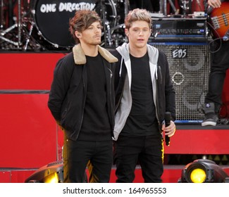 NEW YORK - NOV 26: Louis Tomlinson and Niall Horan of One Direction perform on 'Good Morning America' in Central Park on November 26, 2013 in New York City.