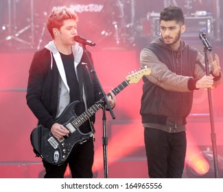 NEW YORK - NOV 26: Niall Horan and Zayn Malik of One Direction perform on 'Good Morning America' in Central Park on November 26, 2013 in New York City.