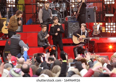 NEW YORK - NOV 26: One Direction performs on 'Good Morning America' in Central Park on November 26, 2013 in New York City.