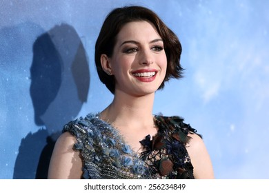 "NEW YORK - NOV 3, 2014: Anne Hathaway attends the premiere of ""Interstellar"" at the AMC Lincoln Square Theater on November 3, 2014 in New York City."