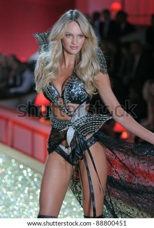 a0d00e7cb9e NEW YORK - NOVEMBER 10  Victoria s Secret Fashion Show model Candice  Swanepoel walks the runway